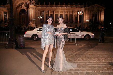 Le Ha dien trang phuc 300 trieu cua NTK Cong Tri, sanh doi cung Ngoc Duyen tai Victoria's Secret Show - Anh 10