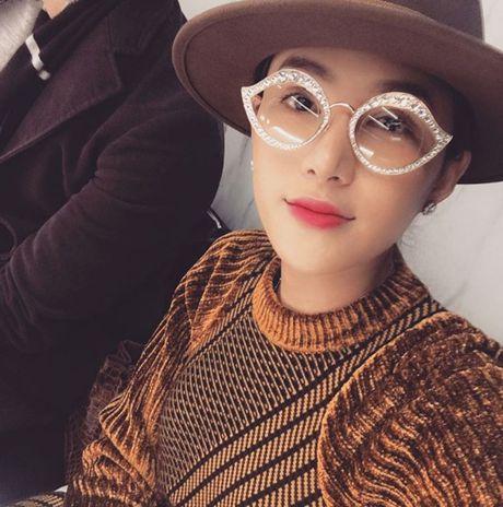 Le Ha dien trang phuc 300 trieu cua NTK Cong Tri, sanh doi cung Ngoc Duyen tai Victoria's Secret Show - Anh 12