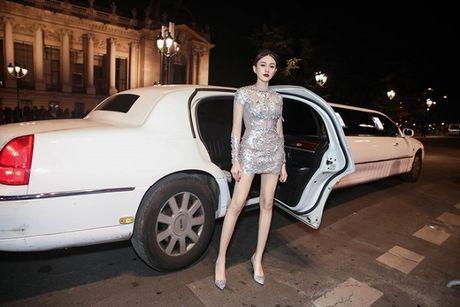 Le Ha dien trang phuc 300 trieu cua NTK Cong Tri, sanh doi cung Ngoc Duyen tai Victoria's Secret Show - Anh 3