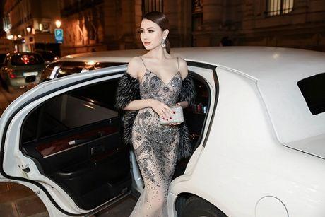 Le Ha dien trang phuc 300 trieu cua NTK Cong Tri, sanh doi cung Ngoc Duyen tai Victoria's Secret Show - Anh 7