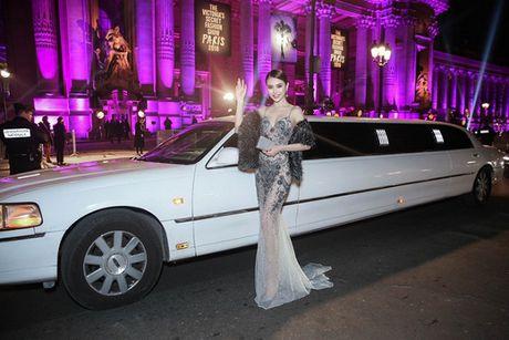 Le Ha dien trang phuc 300 trieu cua NTK Cong Tri, sanh doi cung Ngoc Duyen tai Victoria's Secret Show - Anh 9