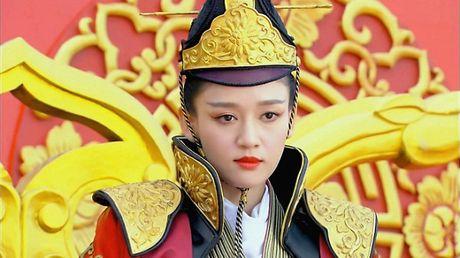 Duong Mich bi to cuop vai dien cua Tran Kieu An trong phim 'Phu Dao hoang hau' - Anh 4