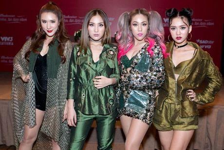 LipB: 'Chac chan se khong lam chi Nhi that vong tai The Remix' - Anh 2