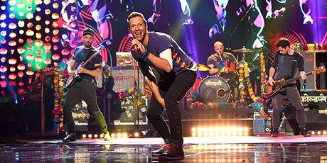 Fan chau A soi suc 'san' ve tung gio truoc tour dien cua nhom Coldplay - Anh 3