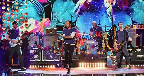 Fan chau A soi suc 'san' ve tung gio truoc tour dien cua nhom Coldplay - Anh 4
