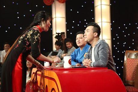 Co gai deo day vang gianh 100 trieu nho 'tien vong' Tran Thanh, Truong Giang len ban tho - Anh 1