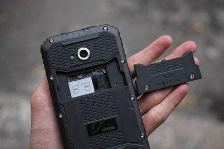 Tren tay V Phone M3 - Smartphone 'noi dong, coi da' dau tien tai Viet Nam, gia khoang 3 trieu dong - Anh 12