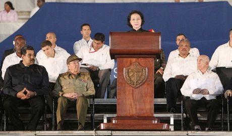 Chu tich QH Nguyen Thi Kim Ngan du le tuong niem lanh tu Fidel Castro - Anh 1