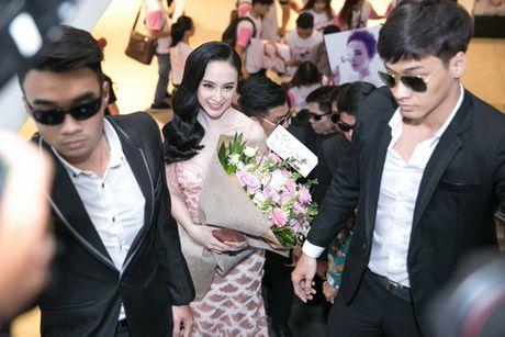 'Ban trai tin don' Vo Canh den mung Angela Phuong Trinh ra mat phim moi - Anh 3