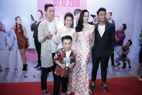 'Ban trai tin don' Vo Canh den mung Angela Phuong Trinh ra mat phim moi - Anh 7