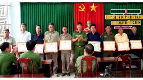 9 'Luc Van Tien' trong doi xe om duoc tang bang khen - Anh 1