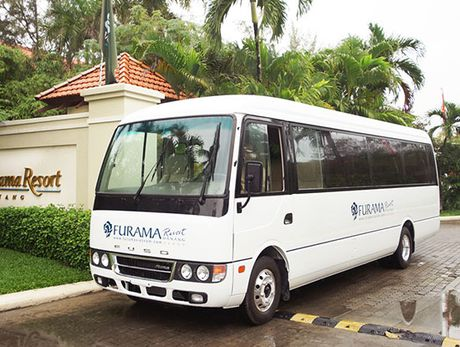 Furama Da Nang dua khach di doc Trung bang xe buyt ROSA Exclusive - Anh 1