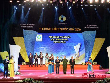 Chuyen phat Viettel nhan giai thuong Thuong hieu quoc gia 2016 - Anh 1