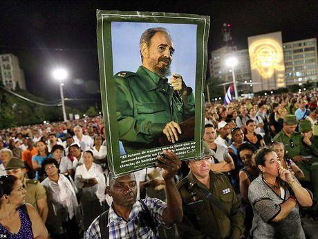 Tien dua di hai lanh tu Fidel Castro ve Santiago deCuba - Anh 1