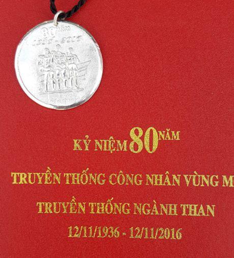 Vinacomin chi hang chuc ti lam ky niem chuong bang bac? - Anh 1