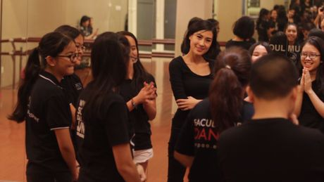 Kathy Uyen, Thanh Bui ho tro 17 hoc tro ra MV - Anh 2