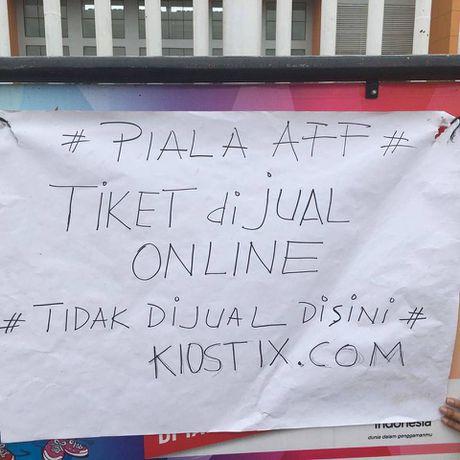 Tinh trang toi te cua san thi dau tran Indonesia - Viet Nam - Anh 4