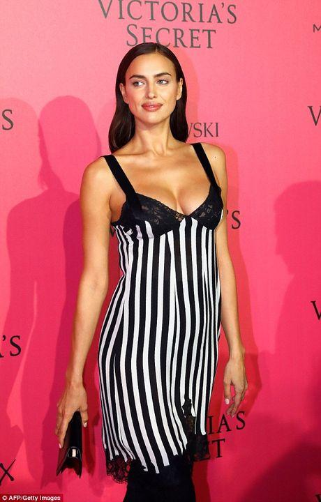Bella Hadid mac phan cam o tiec Victoria's Secret 2016 - Anh 10