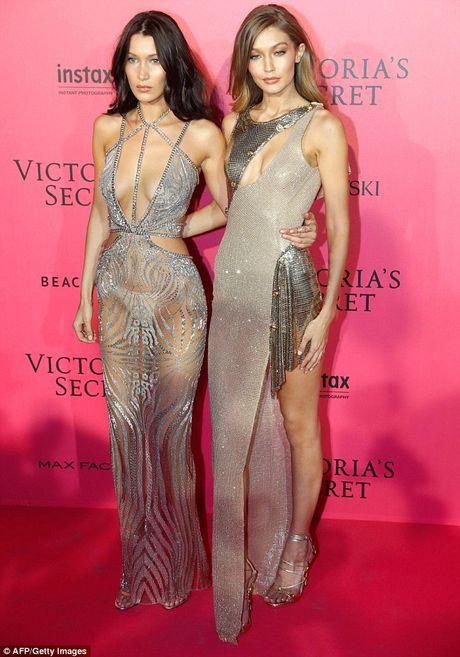 Bella Hadid mac phan cam o tiec Victoria's Secret 2016 - Anh 1