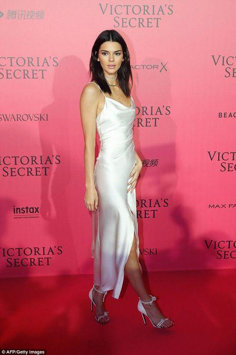 Bella Hadid mac phan cam o tiec Victoria's Secret 2016 - Anh 4