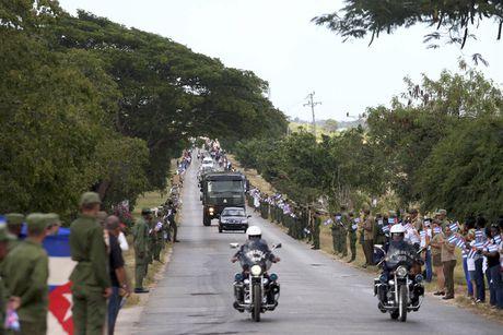 Tro cot cua lanh tu Fidel Castro bat dau hanh trinh vuot 800km tro ve 'cai noi' cach mang Cuba - Anh 10