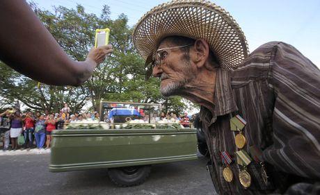 Tro cot cua lanh tu Fidel Castro bat dau hanh trinh vuot 800km tro ve 'cai noi' cach mang Cuba - Anh 12
