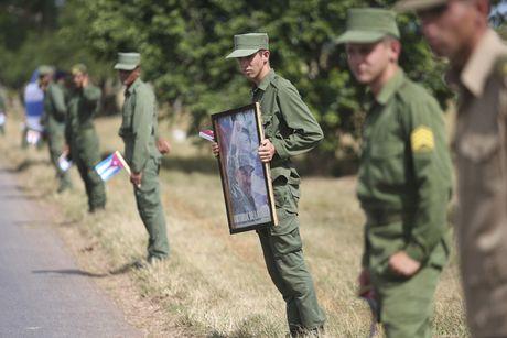 Tro cot cua lanh tu Fidel Castro bat dau hanh trinh vuot 800km tro ve 'cai noi' cach mang Cuba - Anh 9