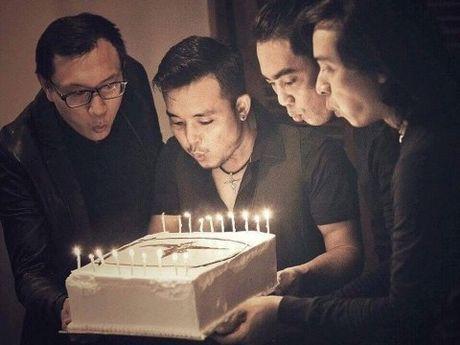 Buc Tuong tang qua sinh nhat cho Tran Lap: Mot 'thang 12 rat dep' - Anh 1