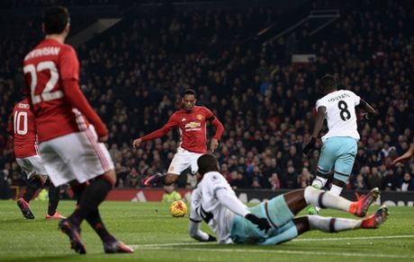 Anthony Martial cu da hay the nay thi Man United do kho! - Anh 2