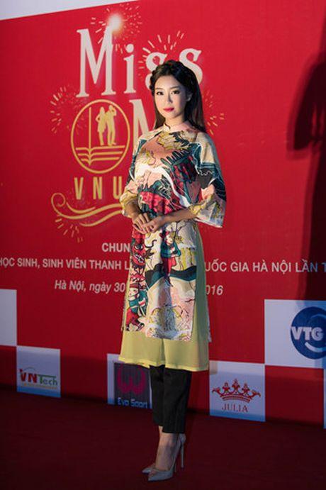 Hoa hau My Linh diu dang di cham thi nhan sac - Anh 1