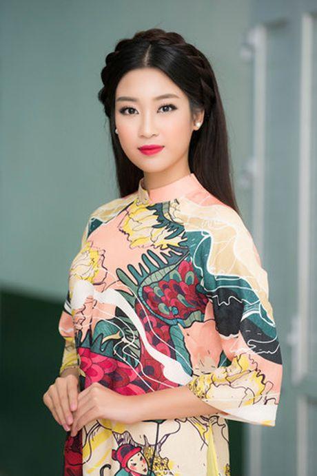 Hoa hau My Linh diu dang di cham thi nhan sac - Anh 2