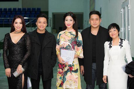 Hoa hau My Linh diu dang di cham thi nhan sac - Anh 4
