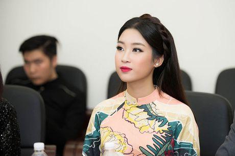Hoa hau My Linh diu dang di cham thi nhan sac - Anh 5