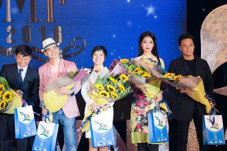 Hoa hau My Linh diu dang di cham thi nhan sac - Anh 8