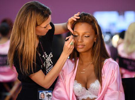 Dot nhap hau truong cua show dien Victoria's Secret 2016 - Anh 13