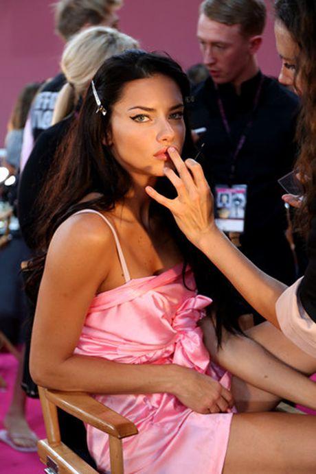 Dot nhap hau truong cua show dien Victoria's Secret 2016 - Anh 1