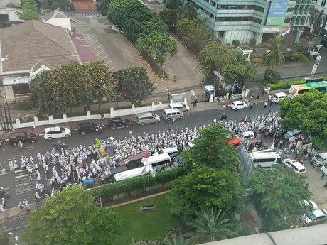Indonesia: Nguoi Hoi giao bieu tinh ram ro phan doi Thi truong Jakarta - Anh 1