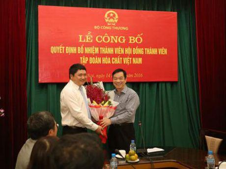 Ong Vu Dinh Duy ra nuoc ngoai: Ky luat buoc thoi viec - Anh 1
