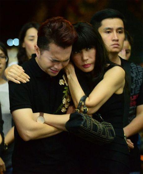 Sao Viet oa khoc nuc no tai le vieng NSUT Quang Ly - Anh 3