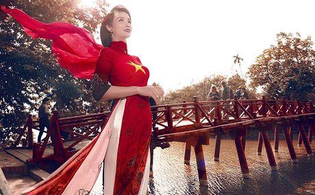 Mai Thu Huyen gay an tuong voi ao dai hoa tiet di san - Anh 1