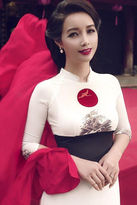 Mai Thu Huyen gay an tuong voi ao dai hoa tiet di san - Anh 5