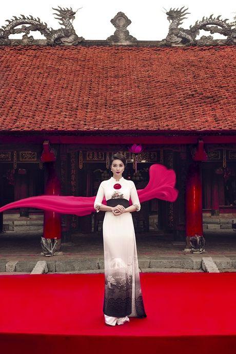 Mai Thu Huyen gay an tuong voi ao dai hoa tiet di san - Anh 6