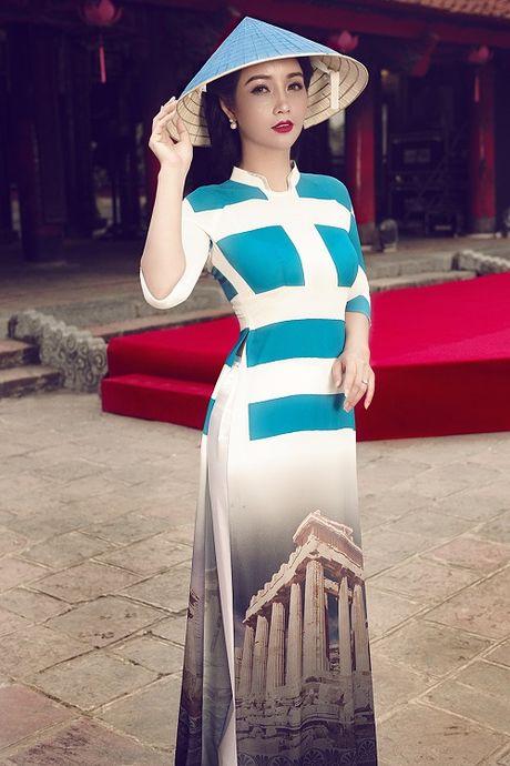 Mai Thu Huyen gay an tuong voi ao dai hoa tiet di san - Anh 9