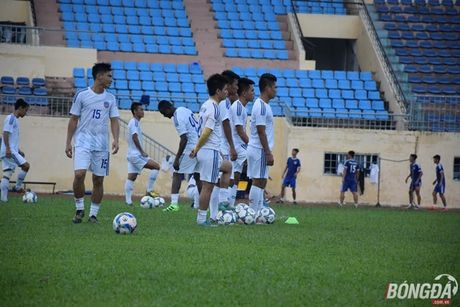 Cac doi bong mien Trung hao huc chuan bi V-League 2017 - Anh 1