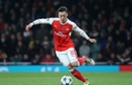 Nong! Mesut Oezil thua nhan co the tro lai Real - Anh 5
