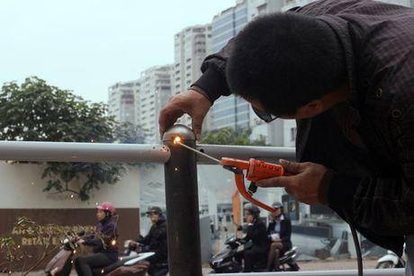 Anh can canh cac hang muc nha cho xe buyt nhanh Ha Noi - Anh 16