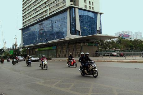 Anh can canh cac hang muc nha cho xe buyt nhanh Ha Noi - Anh 1
