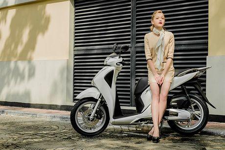 Honda SH 2017 'sang chanh' cung mau Tay tren pho Ha Noi - Anh 11