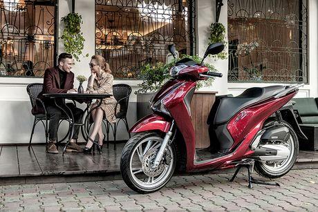 Honda SH 2017 'sang chanh' cung mau Tay tren pho Ha Noi - Anh 3