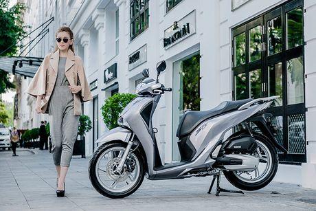 Honda SH 2017 'sang chanh' cung mau Tay tren pho Ha Noi - Anh 7